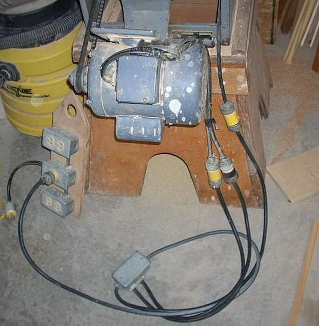 How to wire an electric motor to run on both 110 and 220 volts hunker here is the motor and high voltage pigtail as installed on my table saw if another location only has 110 volt power available i simply use the 110 volt greentooth Choice Image