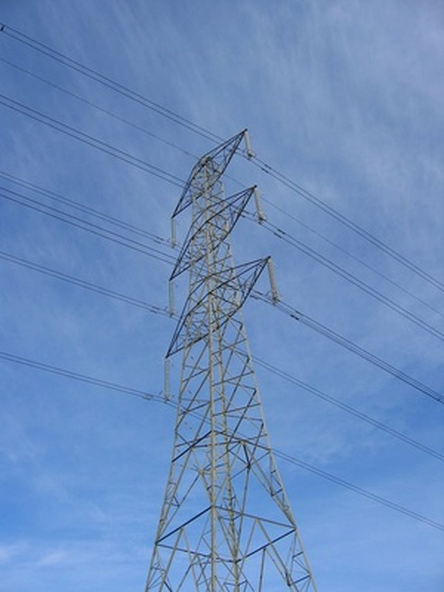 What Is the Typical Voltage for Power Lines? | Hunker