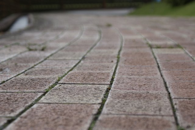 Delicieux How To Install 18 Inch Patio Pavers   Hunker