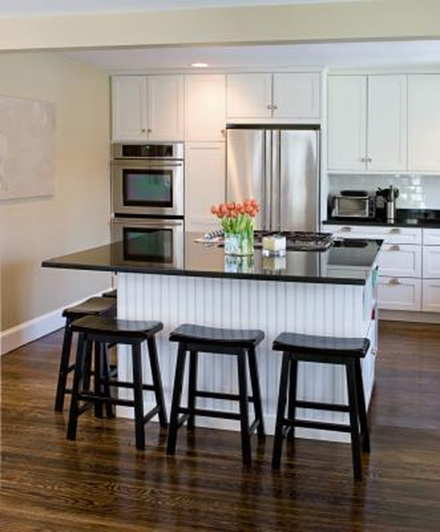 Superieur A Breakfast Bar Island Can Act As Extra Storage Space And A Prep Station.