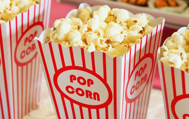 This Movie Theater Secret Guarantees Popcorn That's Evenly Buttered | Hunker