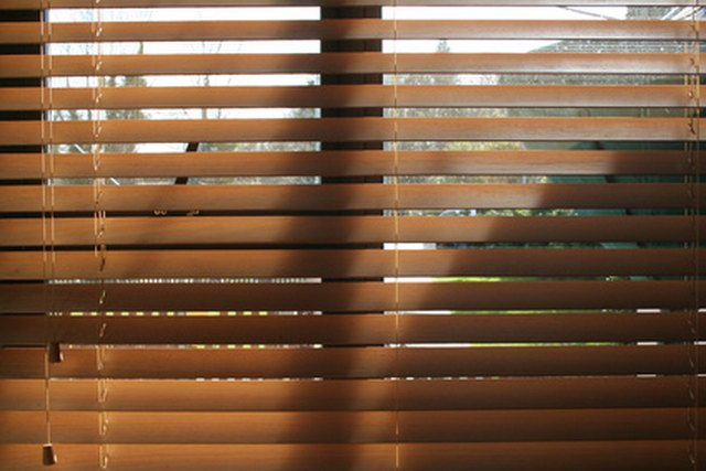How to fix hunter douglas blinds hunker step 1 solutioingenieria Gallery