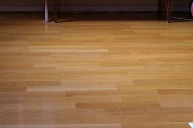 Do it yourself hardwood floor buffing hunker step 1 solutioingenieria Image collections
