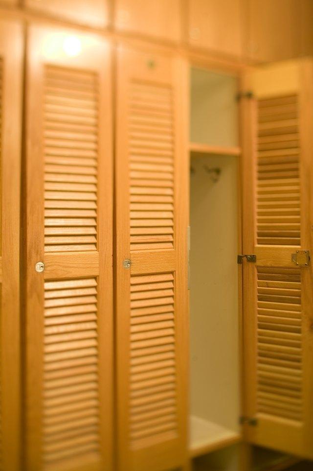 Merveilleux Wooden Locker