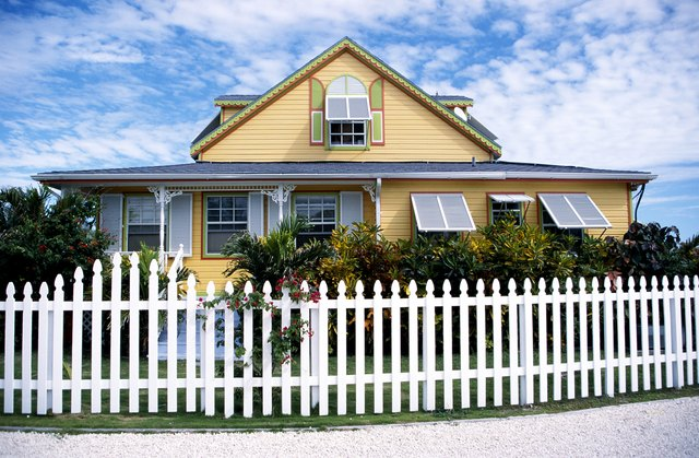 How Much Does it Cost to Fence a Yard? | Hunker