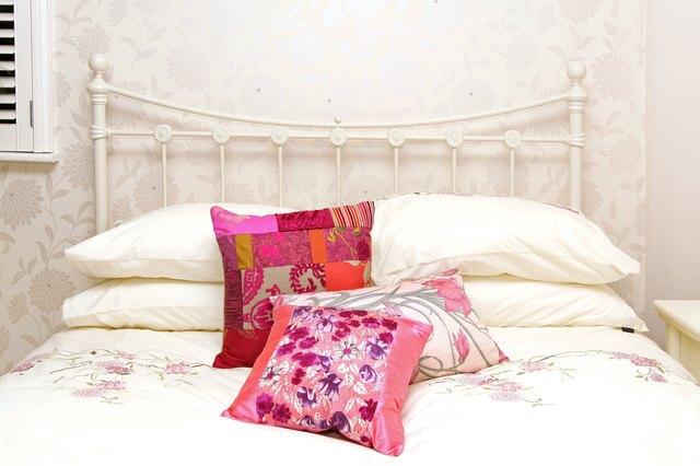 Retro bed detail