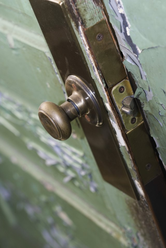 How To Fix A Push Button Door Knob That Won T Lock Hunker