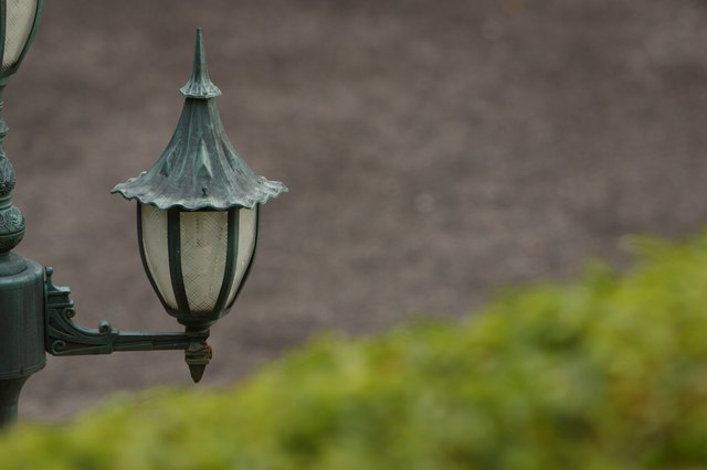How To Change A Lightbulb In An Outdoor Lamp Post