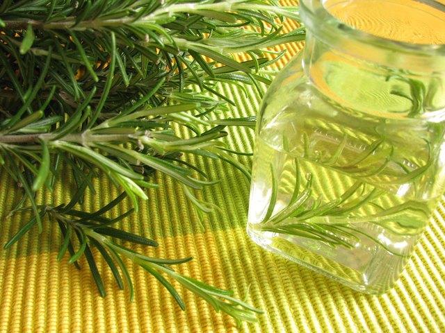 Aromatic vinegar with rosemary