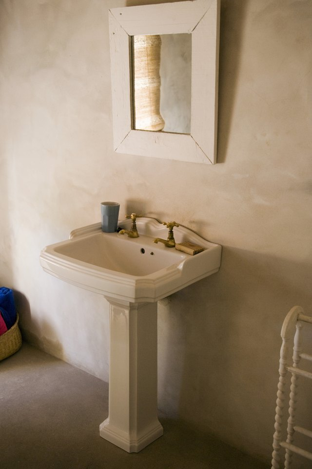The Size Of A Pedestal Sink Hunker