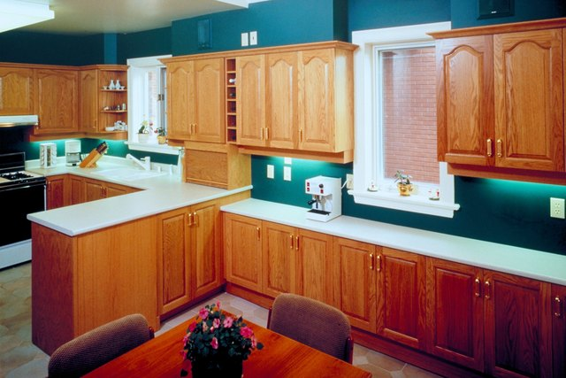 what paint color goes with oak cabinets hunker