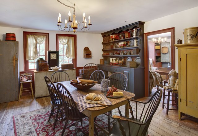 Primitive colonial dining room