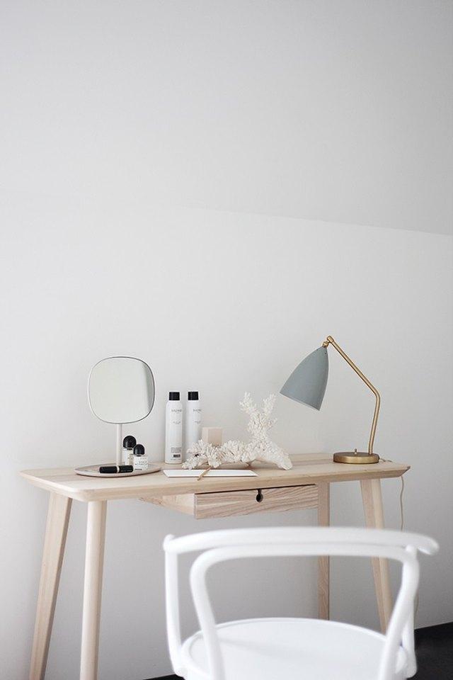 minimalist vanity table