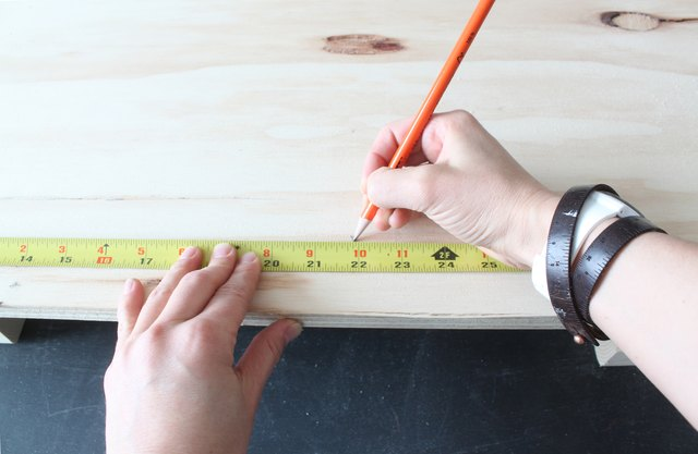 Finding the midway point of the plywood