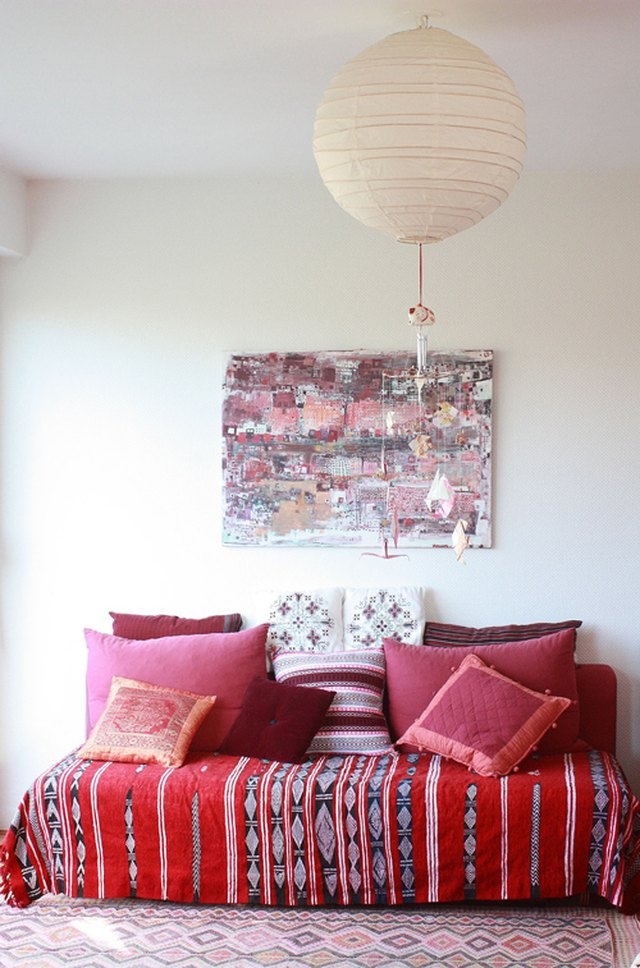 pink and red living room