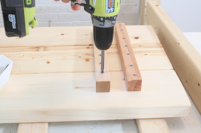 Attaching the inside baluster