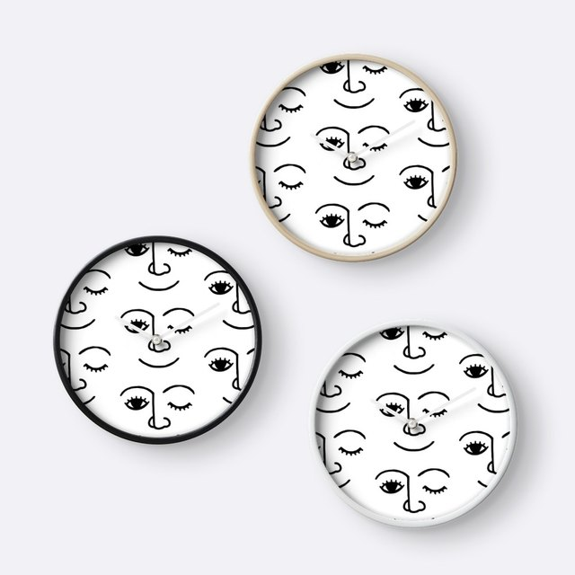 Smile and Wink Clock
