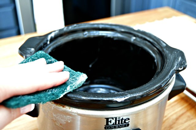 how to clean a slow cooker tutorial