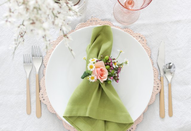 Floral napkin ring with green napkin