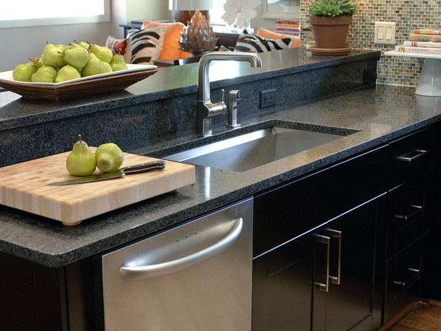Solid surface countertop with granite look