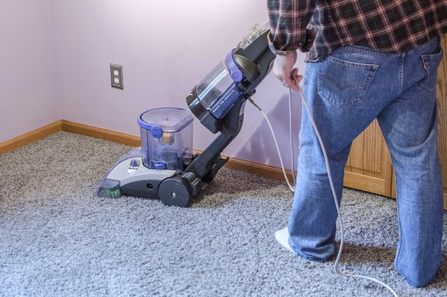How To Clean Carpets With White Vinegar Hunker