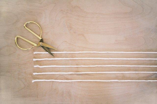 Cutting yarn strands