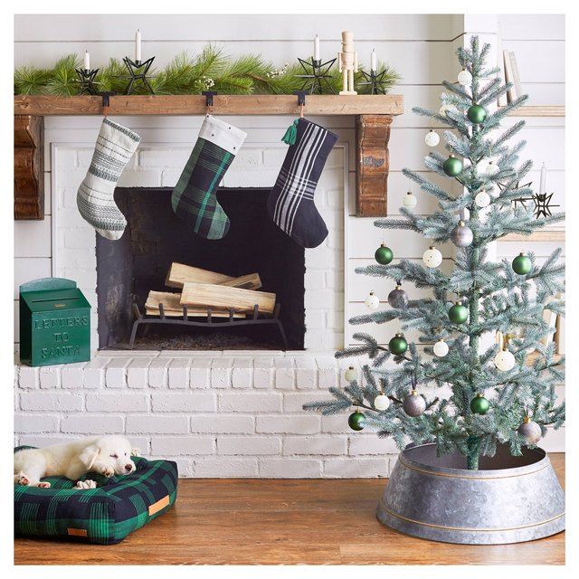 green themed mantel