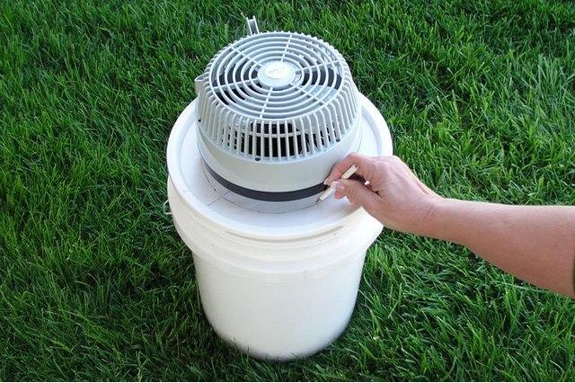 Marking fan circumference on lid of bucket.