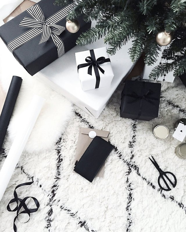 black and white holiday decor