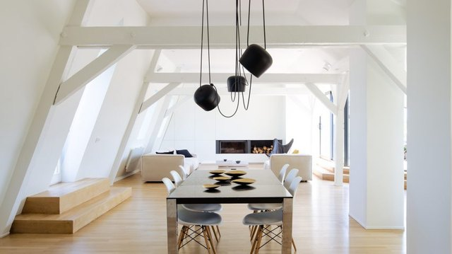 dining room with suspension chandelier