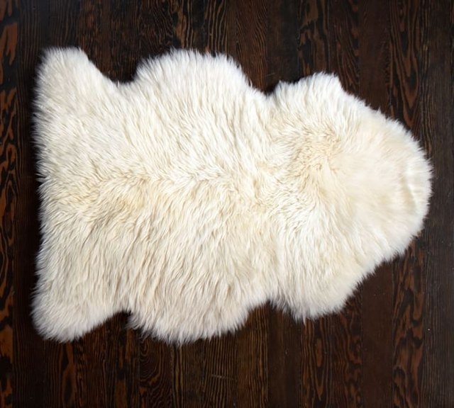 Sheepskin area rug 2'x3'