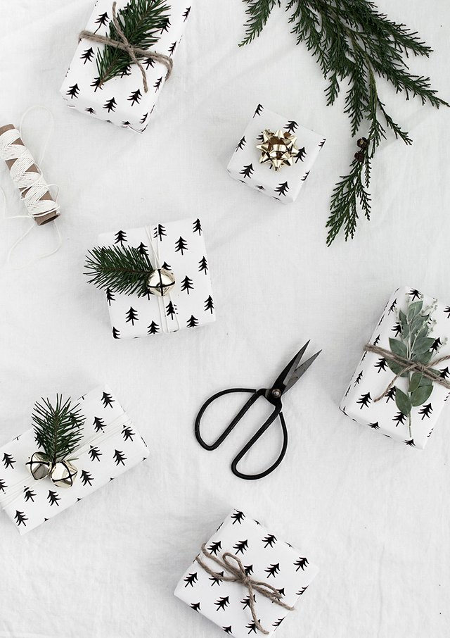 themed gift wrapping