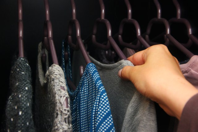 Exceptionnel Clothing Must Be Completely Dry Before Placing It In The Closet. Otherwise,  The Moisture May Increase The Chances Of Mold, Mildew And Musty Odors In  The ...