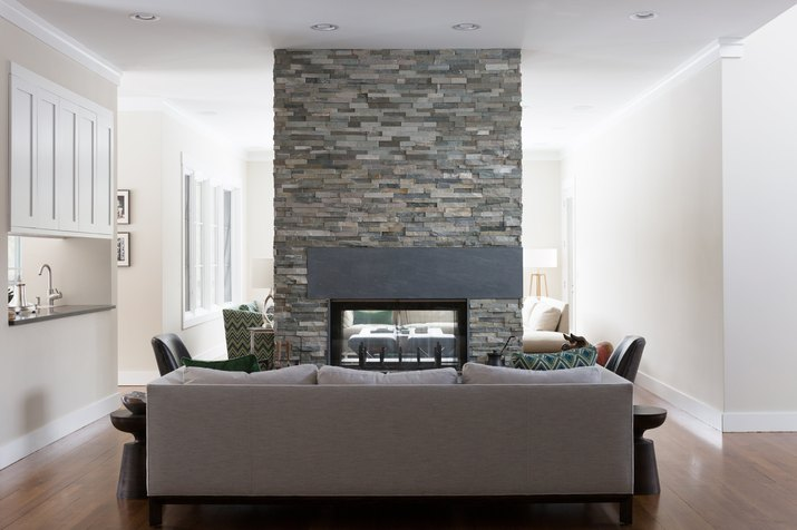 Living room with double-sided fireplace