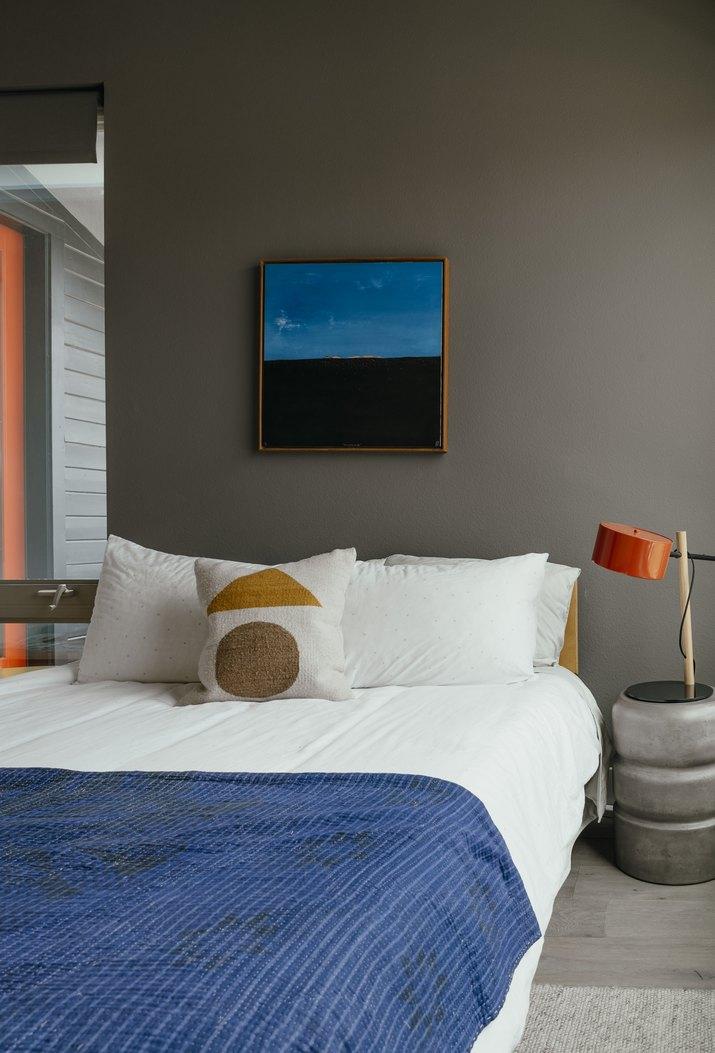 gray bedroom idea