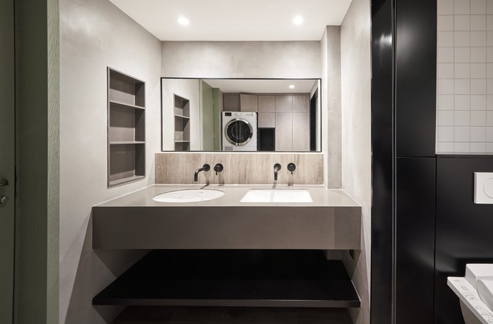 his and hers sinks in bathroom