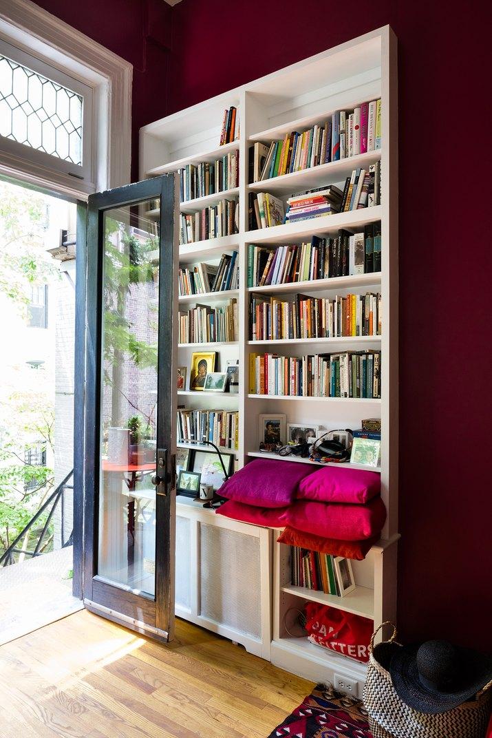 red bedroom idea