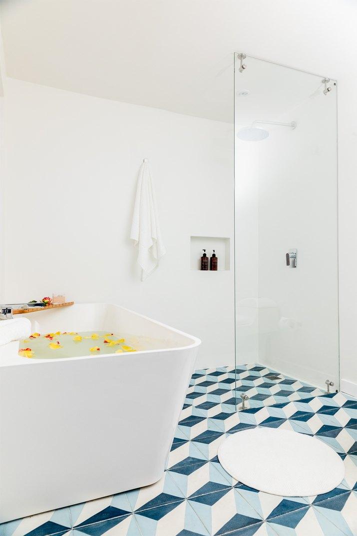 The Lucho room bath Casa Legado