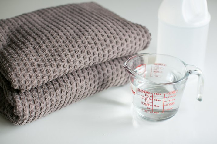 Wash clothes in vinegar to eliminate soap residue