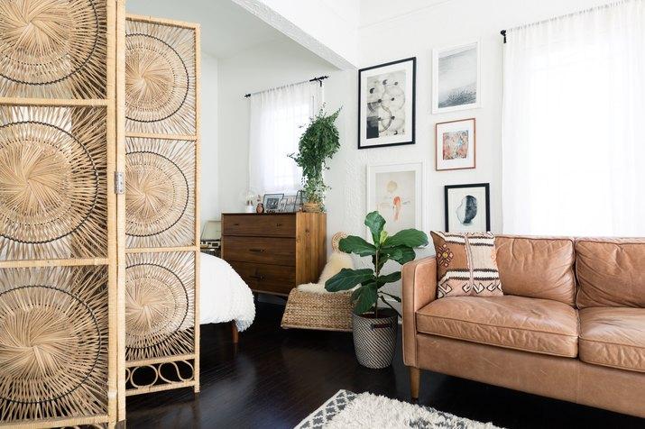 screen separating bedroom