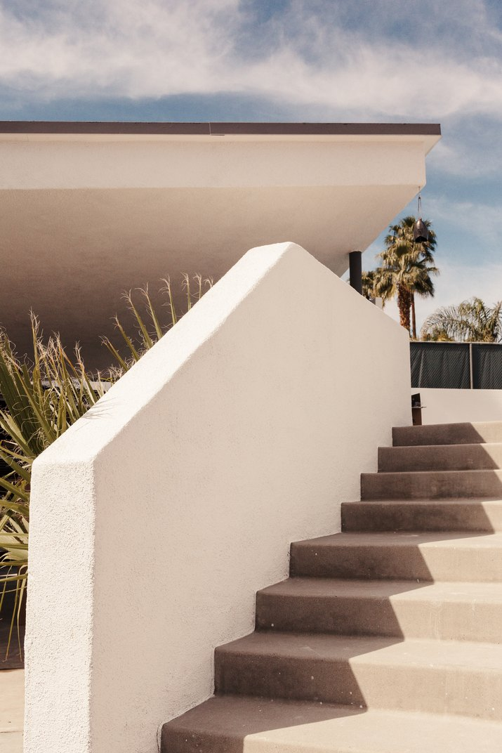 steps to the pool