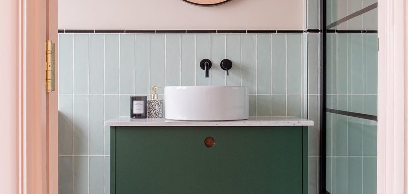 bathroom design idea with art deco inspired pink and green palette