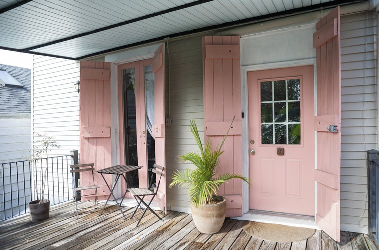 Pink door to The Louie in New Orleans